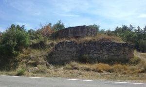 Fortificació a peu de carretera d'Espluga Calba.