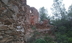 Entrada a Castell Fortí.