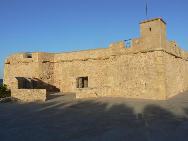 Accés del Fort de Sant Jordi d'Alfama.