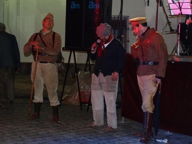 Esperant el moment de presentar l'uniforme del Regiment Pirinenc.