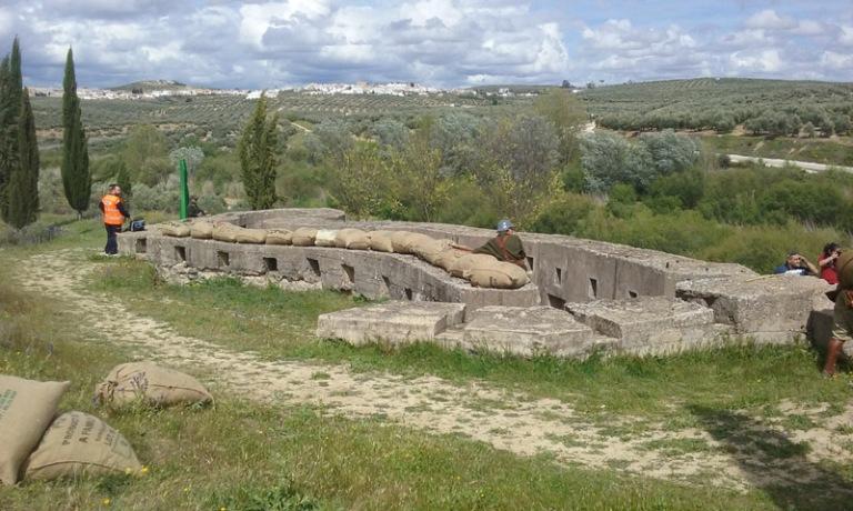 Espectacular fortificació que vigila l'Arroyo Salado.